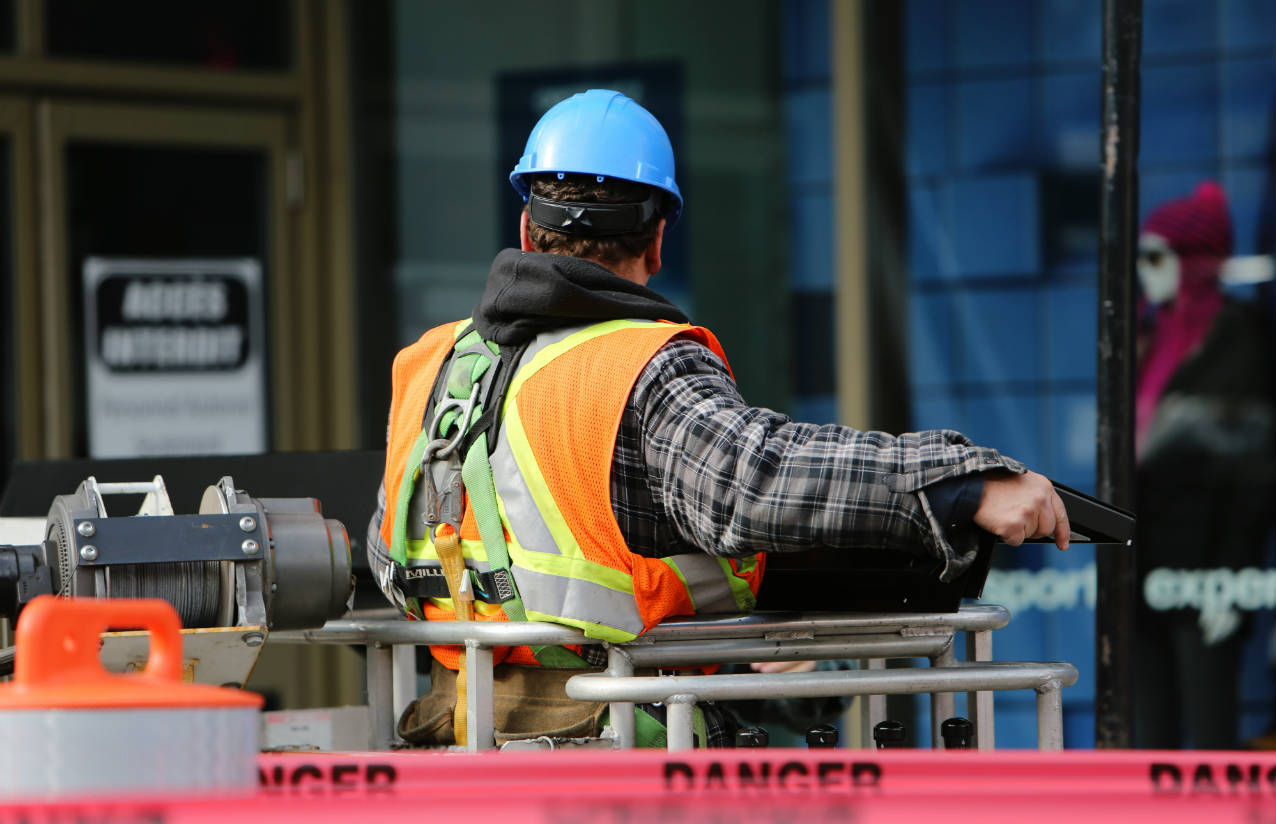 Construction worker wearing a hard hat - 5 steps to better health and safety compliance